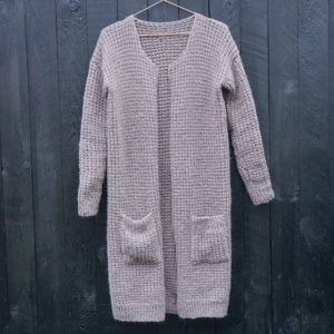The Basic cardigan - strikkeopskrift - Knit Wit Company