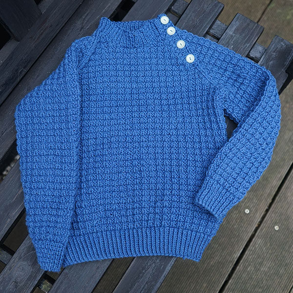 Kid² id the perfect unisex sweater for the young child, who's going to be classically dressed in raglan and a beautiful knitted pattern. The sweater is for an intermediate knitter who's used to knitting in patterns and raglan.